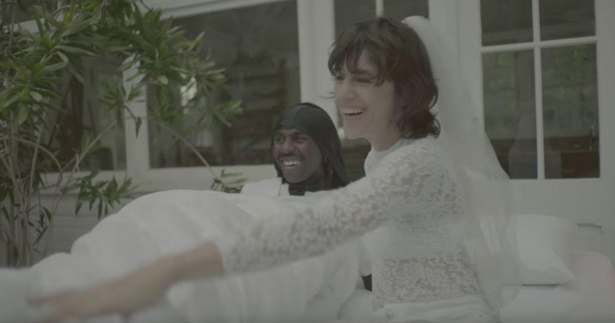 charlotte gainsbourg deadly valentine extrait de l 39 album rest attendu le 17 novembre 2017. Black Bedroom Furniture Sets. Home Design Ideas