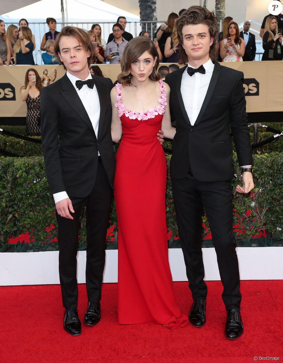 Super 23E Cérémonie Des Screen Actors Guild Awards charlie heaton, natalia dyer et joe keery à la 23e cérémonie des