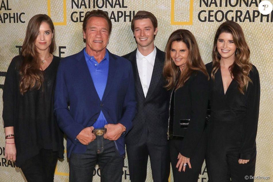 """Maria Shriver et Arnold Schwarzenegger avec leurs enfants Katherine, Christina et Patrick Schwarzenegger à la soirée de présentation de la série """"The Long Road Home"""" à Los Angeles, le 31 octobre 2017"""