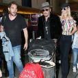 Johnny Hallyday a quitté Los Angeles pour Paris avec sa femme Laeticia, ses filles Jade et Joy, son manager Sébastien Farran, Elyette la grand-mère de sa femme et sa chienne Cheyenne le 29 mai 2017.