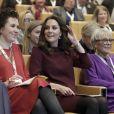 La duchesse Catherine de Cambridge, enceinte de son troisième enfant avec le prince William et habillée d'une robe de la marque Goat, participait le 8 novembre 2017 à un forum organisé à Londres par l'association Place2Be dont elle est la marraine.