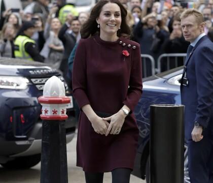 Kate Middleton, enceinte : Robe courte et discours de maman, elle fait son effet