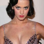 La superbe poitrine de la belle Katy Perry...  c'est 3 000 euros ! Regardez la vidéo !