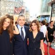"""Rowan Atkinson, son ex-épouse Sunetra Sastry et leur fille Lily à l'avant-première du film """"Johnny English, le retour"""" à Londres le 2 octobre 2011"""