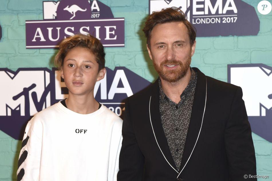 David Guetta et son fils Tim Elvis - Soirée des 24e MTV Europe Music Awards à la salle SSE Wembley Arena à Londres, Royaume Uni, le 12 novembre 2017.