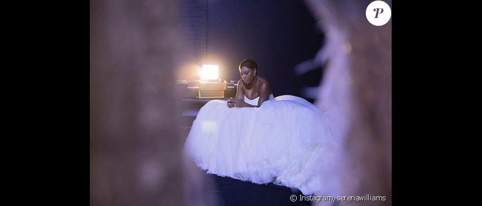 Serena Williams pose dans sa robe de mariée. Instagram, novembre 2017