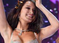 Bella Hadid : Son soutien-gorge glisse, ses tétons exposés en plein défilé