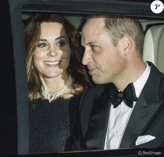 Kate Middleton, enceinte et le prince William au dîner en famille organisé le 20 novembre 2017 au château de Windsor pour les noces de platine de la reine Elizabeth II et du prince Philip, duc d'Edimbourg. La duchesse de Cambridge porte un collier de perles prêté par Sa Majesté.