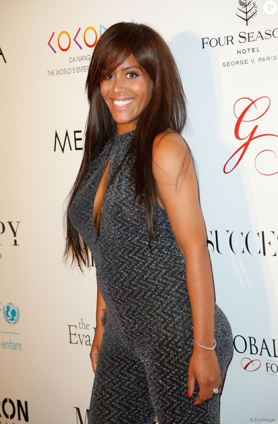 "Info - Amel Bent est enceinte de son deuxième enfant - Amel Bent lors du photocall de la 8ème édition du ""Global Gift Gala"" à l'hôtel Four Seasons George V à Paris, le 16 mai 2017. © Marc Ausset-Lacroix/Bestimage"