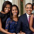 Michelle et Barack Obama avec leurs filles Sasha et Malia à la Maison Blanche à Washington le 11 décembre 2011