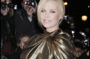 Charlize Theron, sa robe dorée et ses jambes de rêve... ont irradié Paris !
