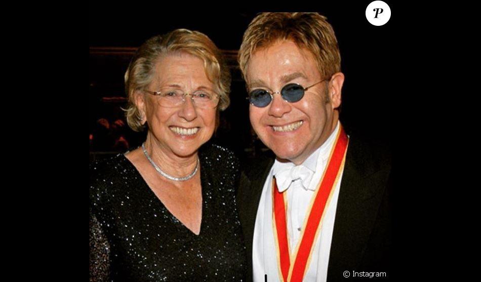 Elton John pleure la mort de sa mère Sheila Farebrother, survenue le 4 décembre 2017