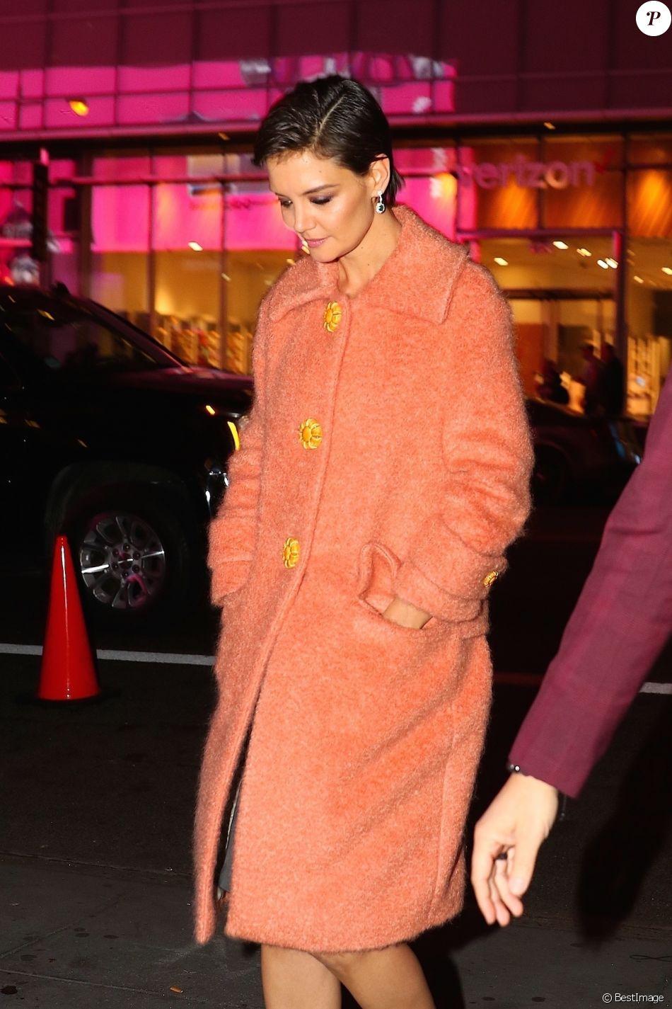 Katie Holmes arrive à la soirée d'ouverture de la boutique Privé Revaux, à New York, le 4 décembre 2017