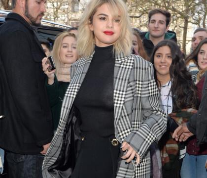 Selena Gomez : Ses tétons visibles sous un top transparent....
