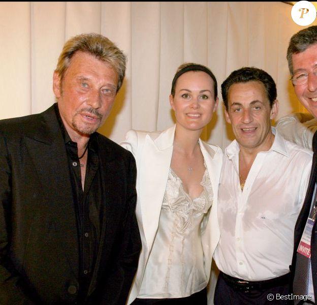 Johnny et Laeticia Hallyday avec Nicolas Sarkozy et Patrick Balkany à Paris, le 29 avril 2007.