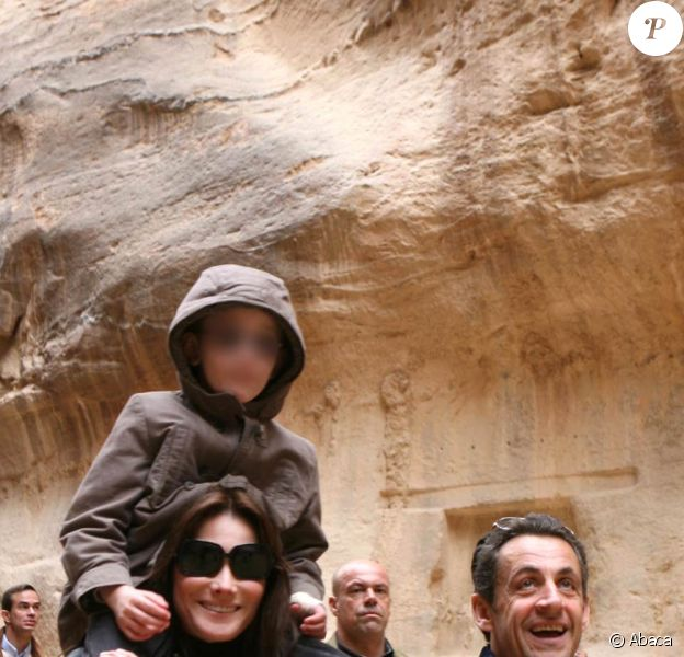Carla Bruni et son fils Aurélien avec Nicolas Sarkozy, à Petra, en janvier 2008