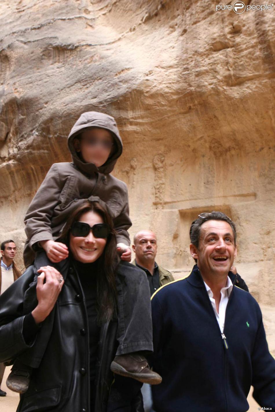 Carla bruni et son fils aur lien avec nicolas sarkozy petra en janvier 2008 - Aurelien cotentin en couple ...