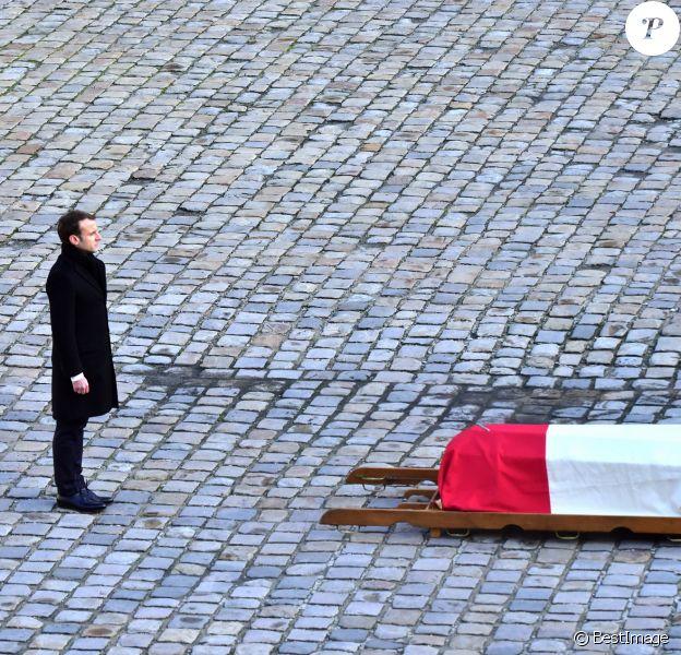 Le président Emmanuel Macron lors de la cérémonie d'hommage national à Jean d'Ormesson à l'hôtel des Invalides à Paris le 8 décembre 2017. © Giancarlo Gorassini / Bestimage