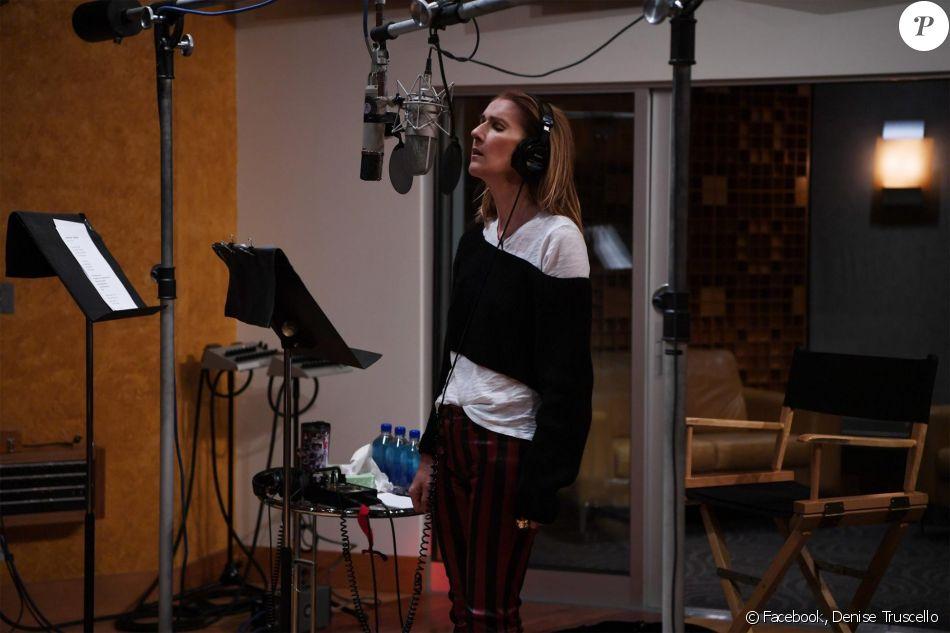 Céline Dion en studio. Facebook, décembre 2017