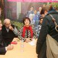 """Exclusif - Bernard Le Coq, Joël Santoni, Anny Duperey - Séance de dédicaces à l'occasion du livre commémorant les 25 ans de la série """"Une famille formidable"""" à la librairie Gibert Joseph à Paris, le 09 décembre 2017 © CVS/Bestimage"""