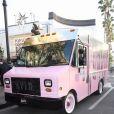 """Le """"Kylie Truck"""" de Kylie Cosmetics commence sa tournée à The Grove. Los Angeles, le 8 décembre 2017."""
