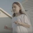 Images du clip de la chanson Deadly Valentine de Charlotte Gainsbourg (album Rest) avec sa fille Joe