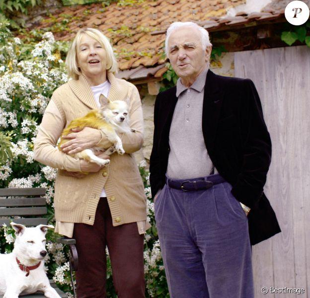 Exclu - Charles Aznavour et sa femme Ulla dans leur maison dans les Yvelines, en 2009