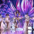 Iris Mittenaere défilent avec les Miss régionales - Concours Miss France 2018. Sur TF1, le 16 décembre 2017.