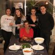 La princesse Stéphanie de Monaco avec ses filles Camille Gottlieb et Pauline Ducruet (au centre) son fils Louis et la compagne de celui-ci, Marie (à gauche), lors de Thanksgiving 2017. Photo Instagram de Pauline Ducruet.