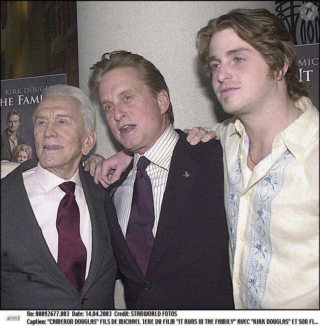 Kirk Douglas, Michael Douglas et son fils Cameron àNew York en 2003.