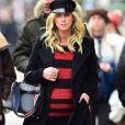 Nicky Hilton Rothschild (enceinte) se balade seule dans la rue à New York le 19 décembre 2017.