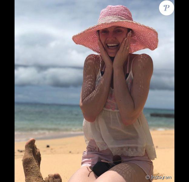 Elle Evans a révélé le 24 décembre 2017 sur Instagram que Matt Bellamy (Muse) l'a demandée en mariage lors des vacances les plus romantiques de leur vie dans les Îles Fidji, quelques jours après son anniversaire le 9 décembre.