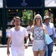 Semi Exclusif - Matthew Bellamy (Muse) et sa compagne Elle Evans se baladent sur le port de Saint-Tropez le 6 juillet 2017.