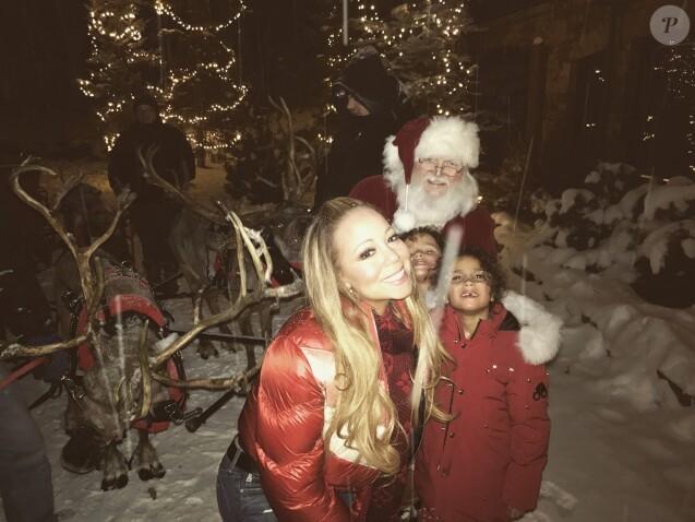 Mariah Carey, ses enfants Moroccan et Monroe et le Père Noël fêtent le réveillon à Aspen. Décembre 2017.