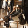 Mariah Carey et son compagnon Bryan Tanaka au magasin Louis Vuitton, à Aspen. Le 23 décembre 2017.