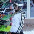Exclusif - Paris Hilton et son compagnon Chris Zylka font du ski à Aspen, le 28 décembre 2017.