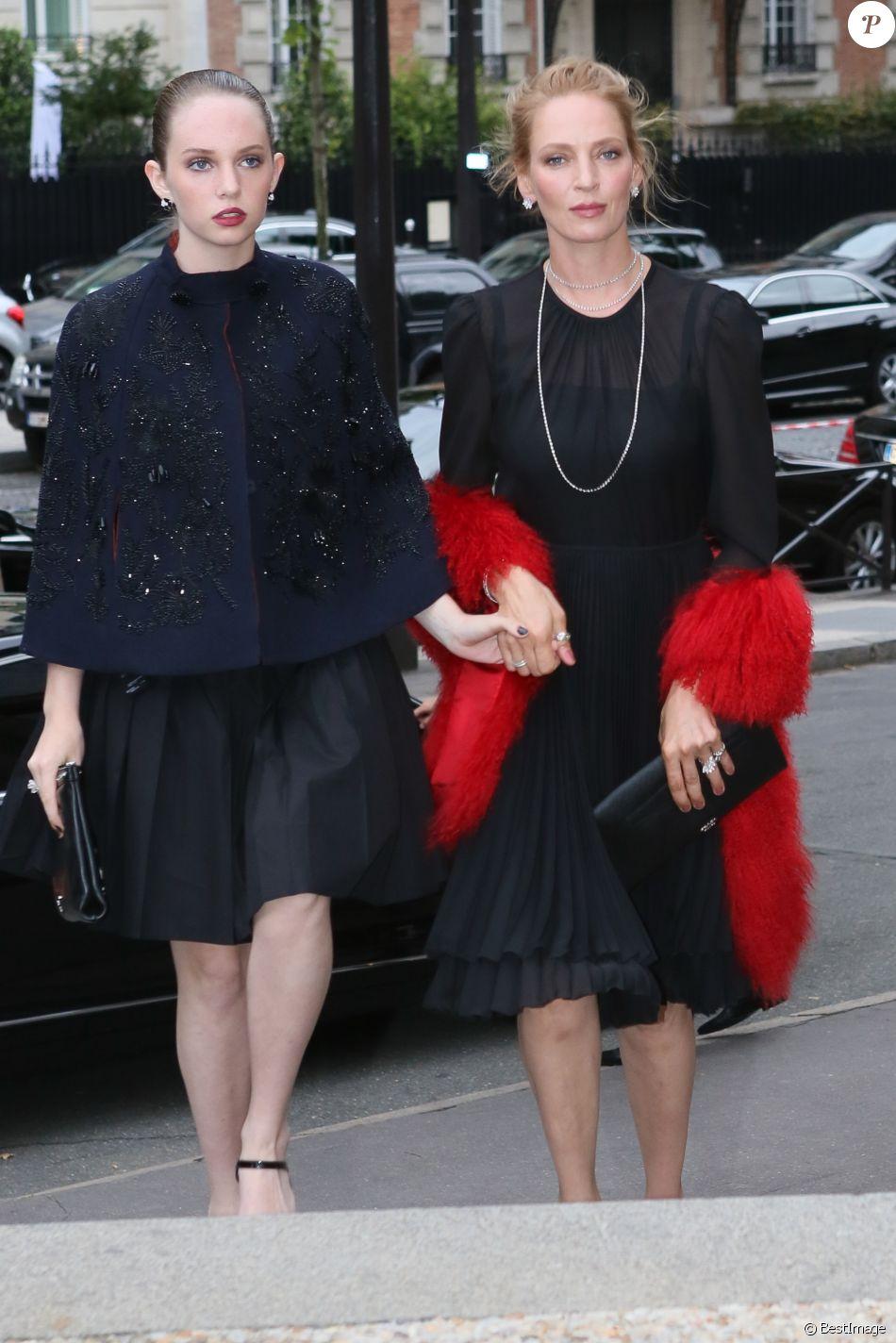 """Uma Thurman et sa fille Maya Hawke - Arrivées des Personnalités au défilé """" MIU MIU """" au Palais d'Iena à Paris Le 5 juillet 2014"""