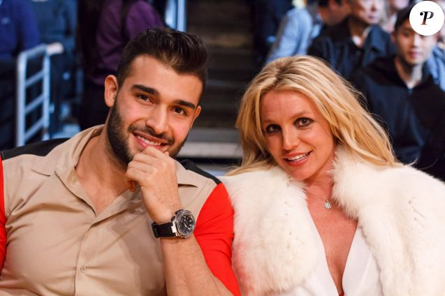"Britney Spears et son compagnon Sam Asghari lors du match de NBA ""Lakers - Warriors"" au Staples Center à Los Angeles, le 29 novembre 2017. © CPA/Bestimage"
