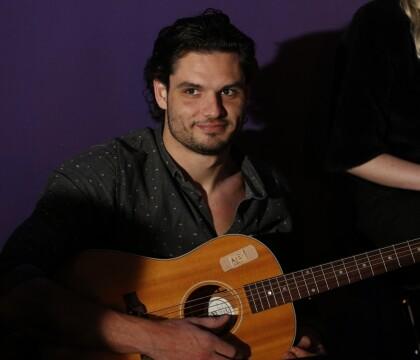 """Florent Manoudou musicien : Sa prestation sur """"Évidemment"""" de France Gall"""