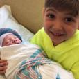 Jamie-Lynn Sigler et son mari Cutter Dykstra ont accueilli leur deuxième enfant, un petit garçon né le 15 janvier 2018 et baptisé Jack Adam. Ici le nourrisson dans les bras de son grand frère Beau Kyle.