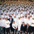 Paul Bocuse au premier rang lors du rassemblement des mille plus grands chefs cuisiniers de France en novembre 1989.