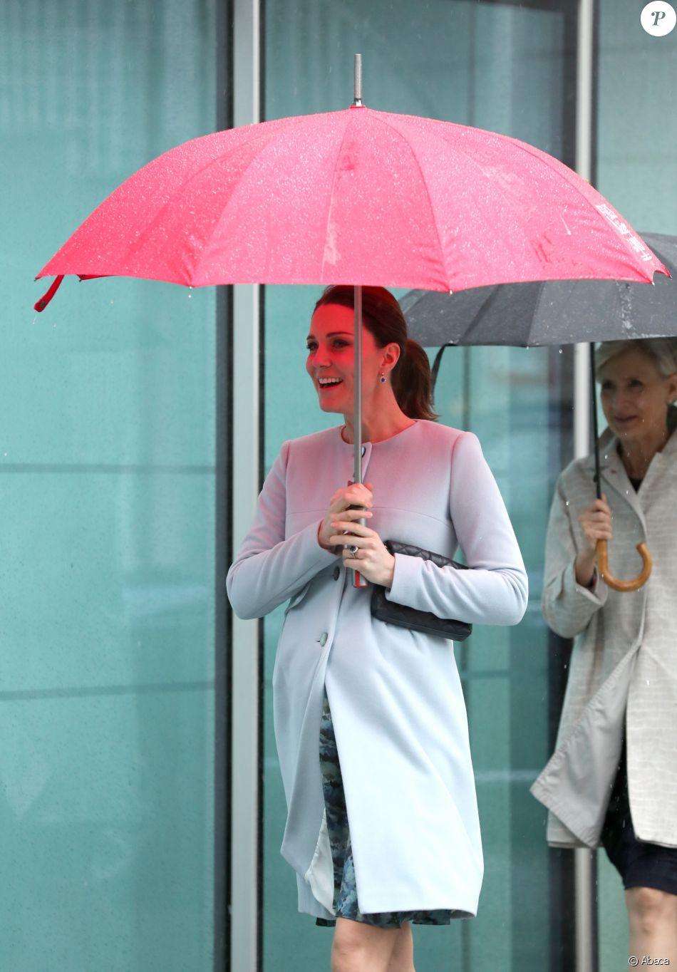 La duchesse Catherine de Cambridge, enceinte et en manteau Seraphine, visitait le 24 janvier 2018 l'Institut de Psychiatrie, Psychologie et Neurosciences au King's College à Londres.