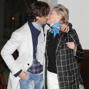 Sharon Stone amoureuse : Ses lèvres collées à celles de son jeune chéri