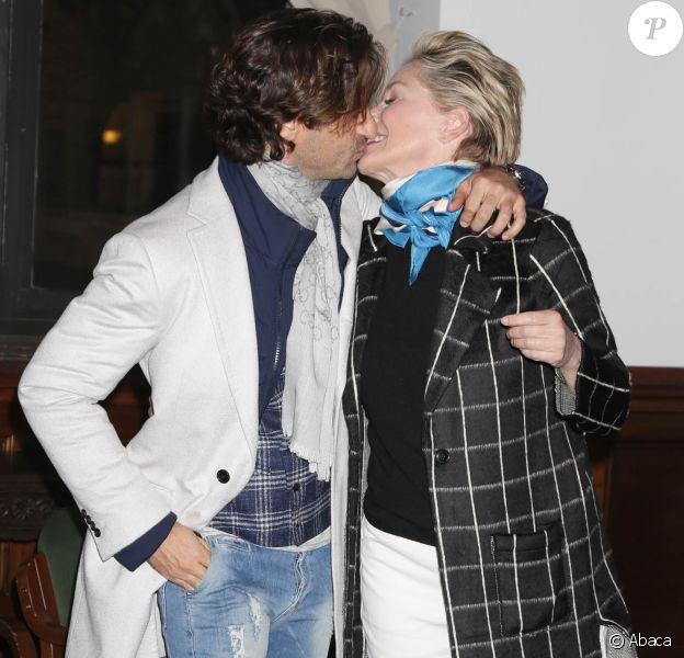 Sharon Stone et son mystérieux amoureux à la projection de Mosaic à New York City, le 16 janvier 2018.