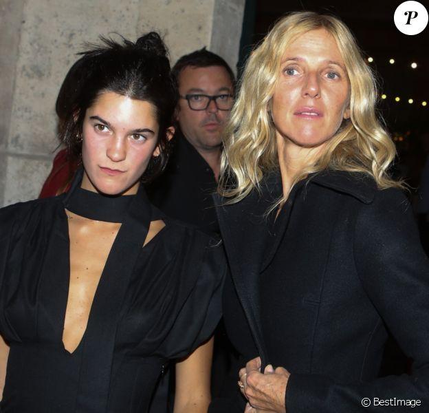 Sandrine Kiberlain et sa fille Suzanne Lindon - Arrivée au défilé et l'aftershow Jacquemus lors de la Fashion Week Printemps/Ete 2018 de Paris au musée National Picasso à Paris, France, le 25 septembre 2017. © CVS-Veeren/Bestimage