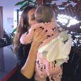 """Julia Paredes, révélée dans """"Friends Trip"""" (NRJ12), est l'heureuse maman d'une petite Luna depuis février 2017."""