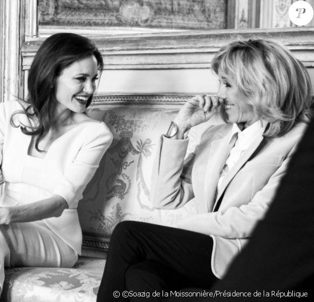Angelina Jolie a été reçue par Emmanuel et Brigitte Macron à L'Elysée le 30 janvier 2018 pour discuter du sort des réfugiés de pays en conflit. ©Soazig de la Moissonnière / Présidence de la République
