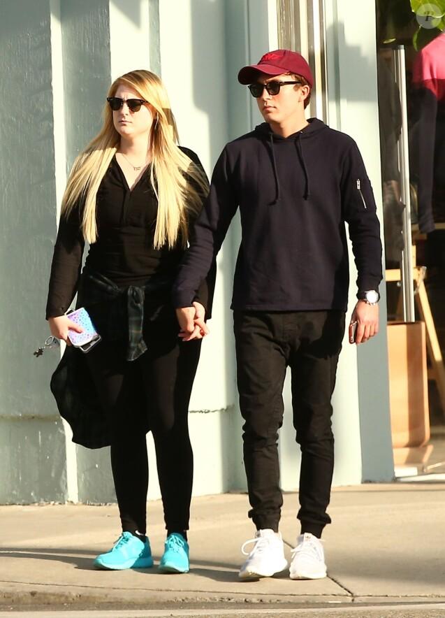 Exclusif - Meghan Trainor et son petit ami Daryl Sabara font du shopping en amoureux dans les rues de Beverly Hills, le 30 janvier 2017