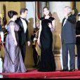 Carla Bruni entourée de Nicolas Sarkozy, Michel Sleimane et sa femme Wafaa, une élégance rare