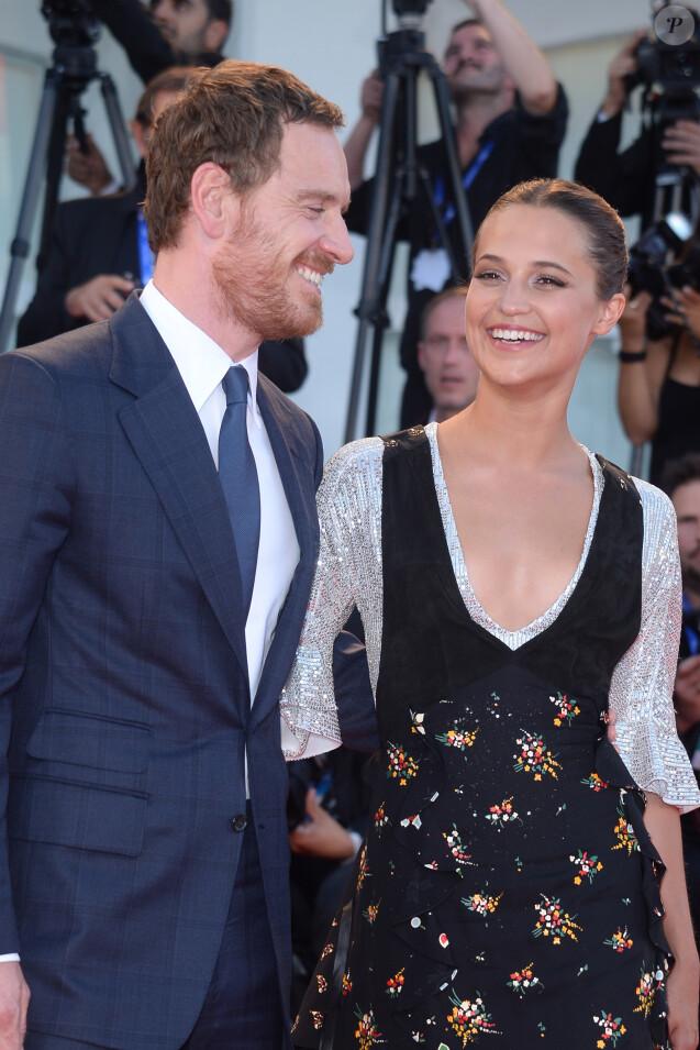 """Michael Fassbender et sa compagne Alicia Vikander à la première de """"Arrival"""" au 73ème Festival du Film de Venise. Italie, le 1er septembre 2016."""